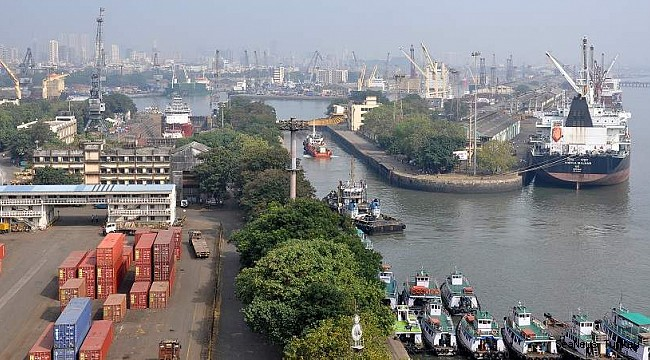 India launches vaccination for seafarers at 6 ports with international support!